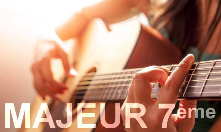 Guitariste. Accords de guitare majeurs septième