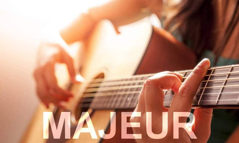 Guitariste. Accords de guitare majeurs